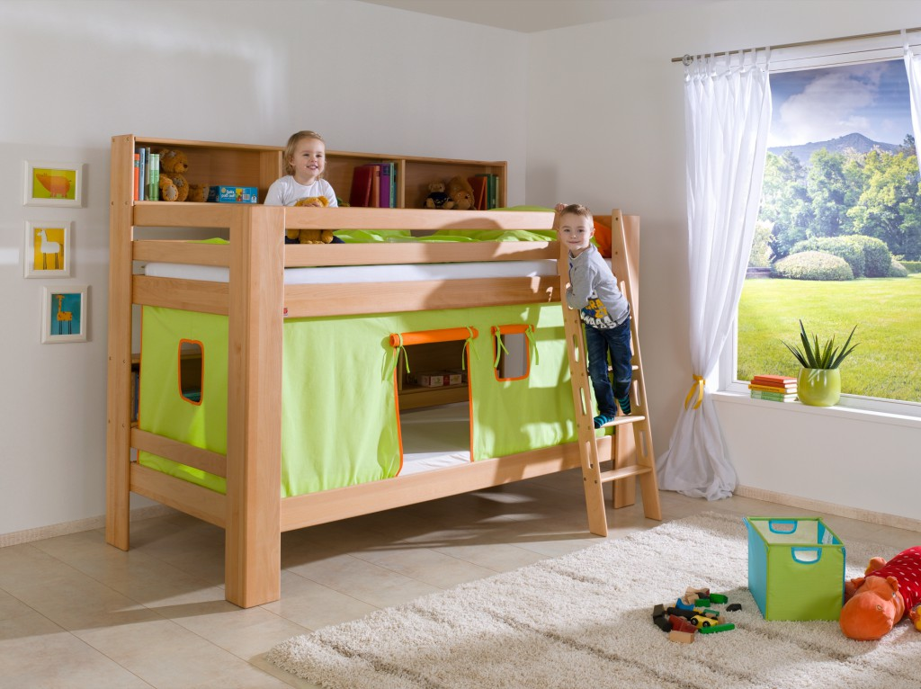 etagenbett jan kinderbett spielbett bett mit b cherregal buche gr n orange kids teens betten. Black Bedroom Furniture Sets. Home Design Ideas