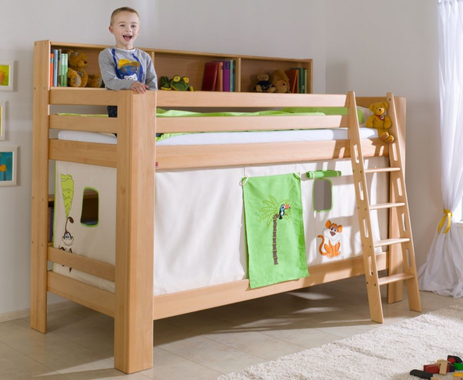 etagenbett jan kinderbett spielbett bett mit b cherregal buche dschungel beige gr n kids teens. Black Bedroom Furniture Sets. Home Design Ideas